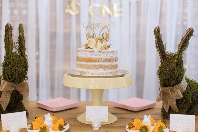 cake with bunnys